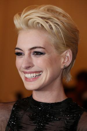 Anne Hathaway Blonde Short Hair