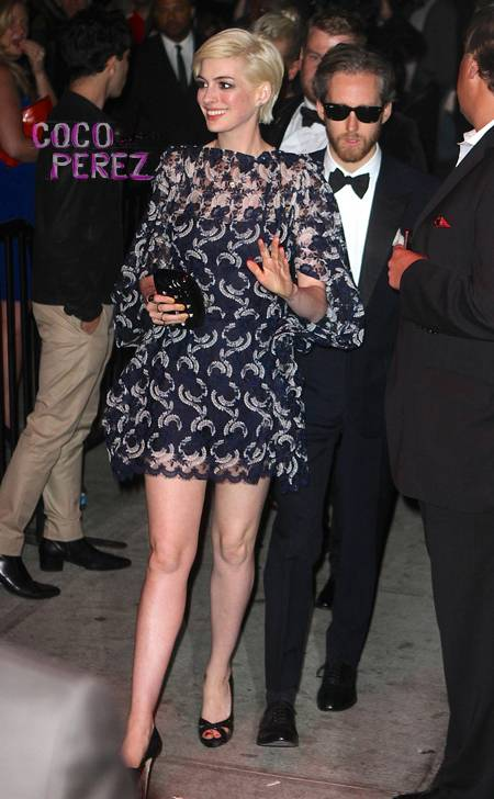 Anne Hathaway Blonde Short Hair Celebrities